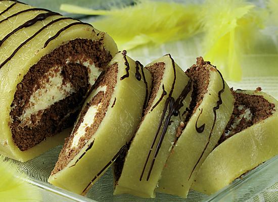 Chokladrulltårta med mandelmassa och limekräm