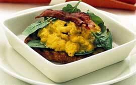 Curryäggröra med bacon