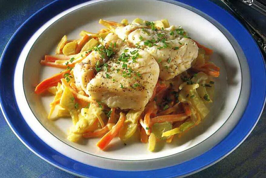 Kokt torsk med grönsaksragu