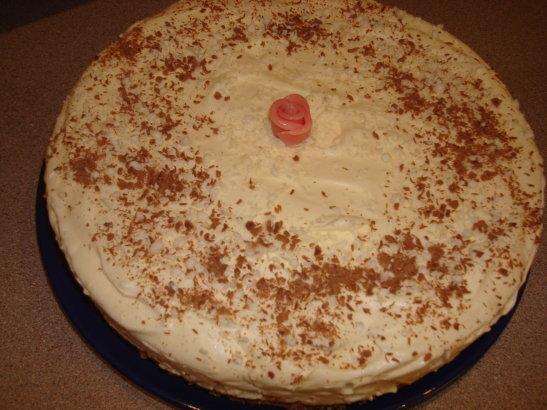 Cheesecake med nötmarängbotten