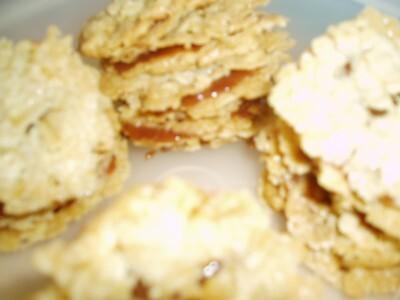 dubbla kakor med kolakräm