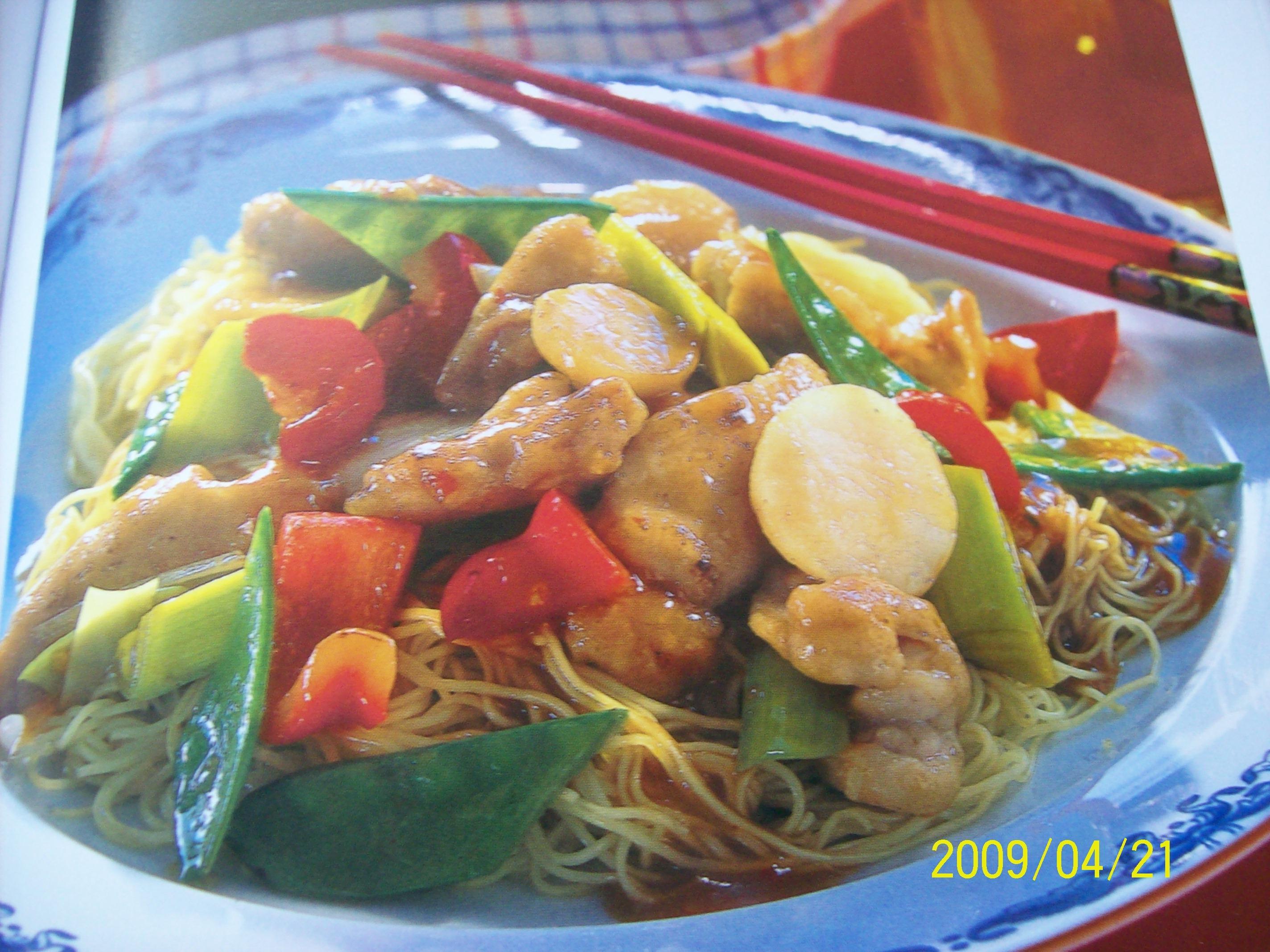 Kyckling szechuan med stekta nudlar