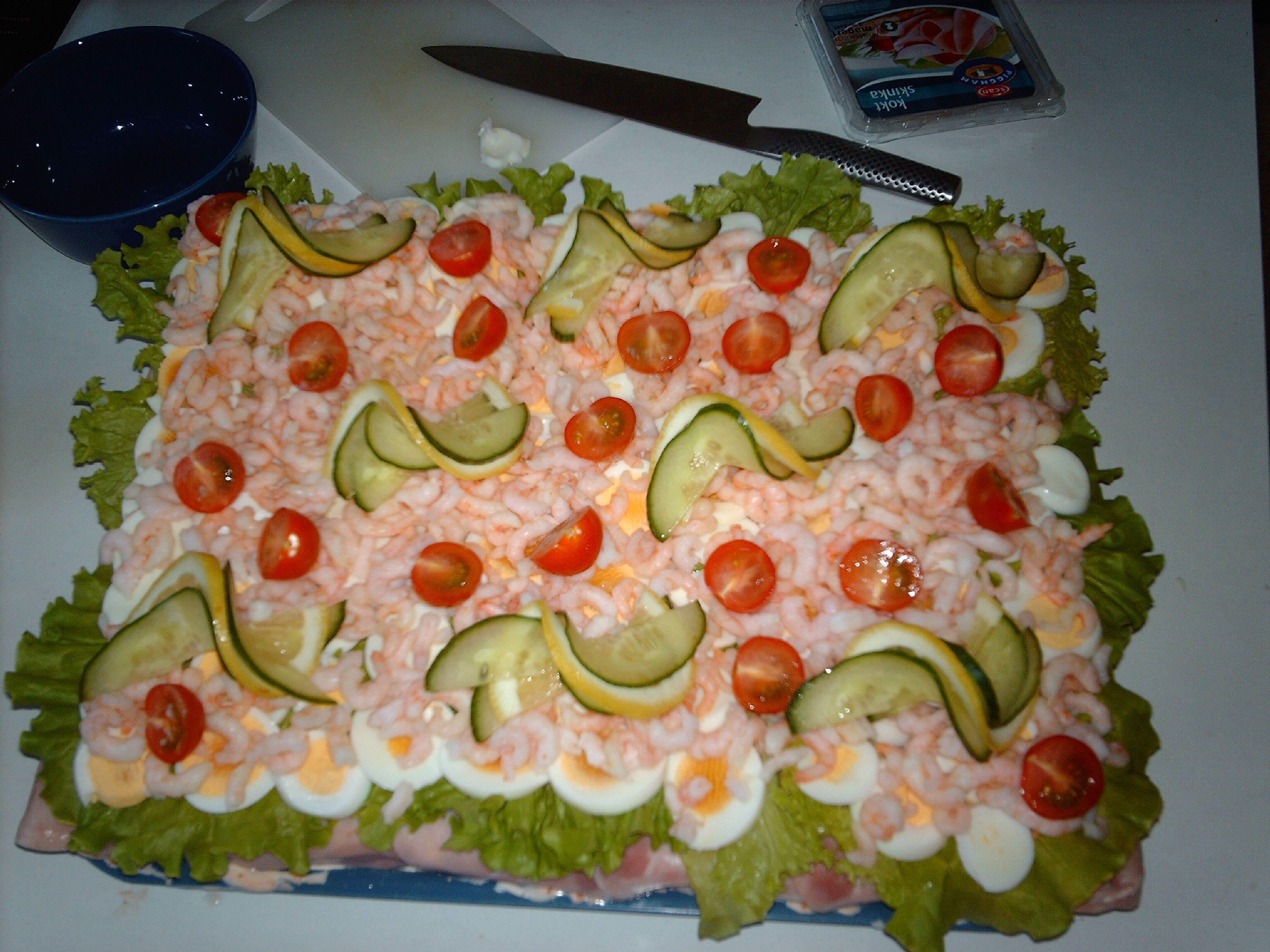 smörgåstårta med tonfisk och äggröra