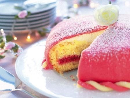Prinsesstårta med hallon eller jordgubbar