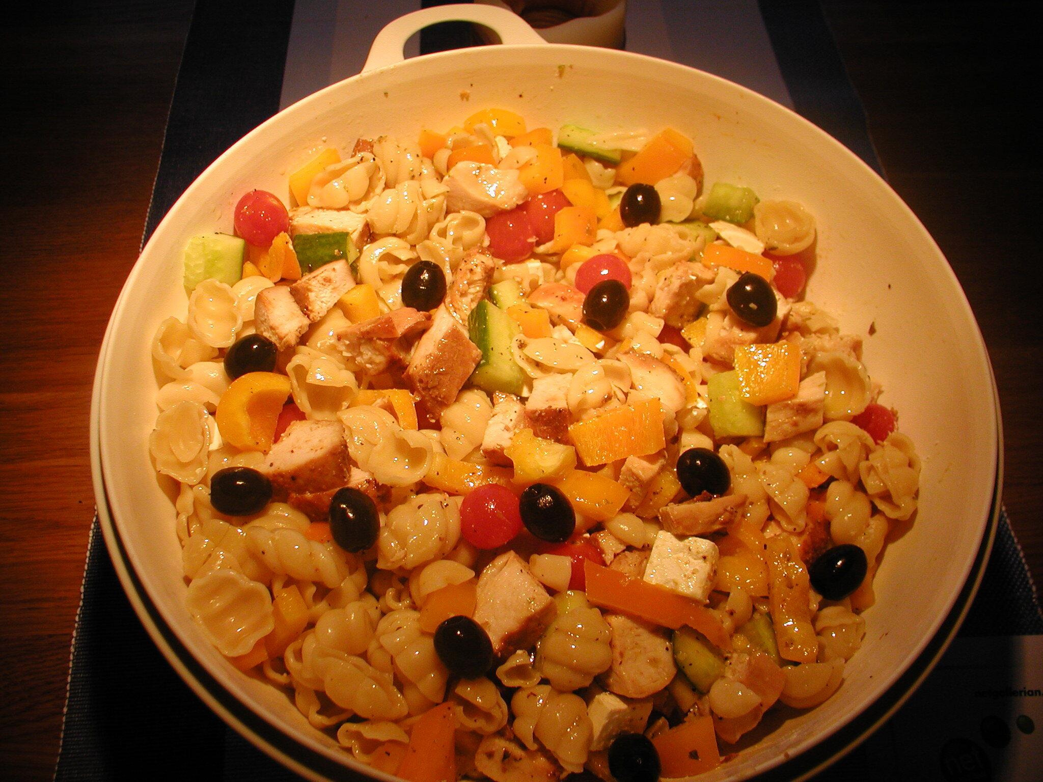 varm kycklingsallad med pasta