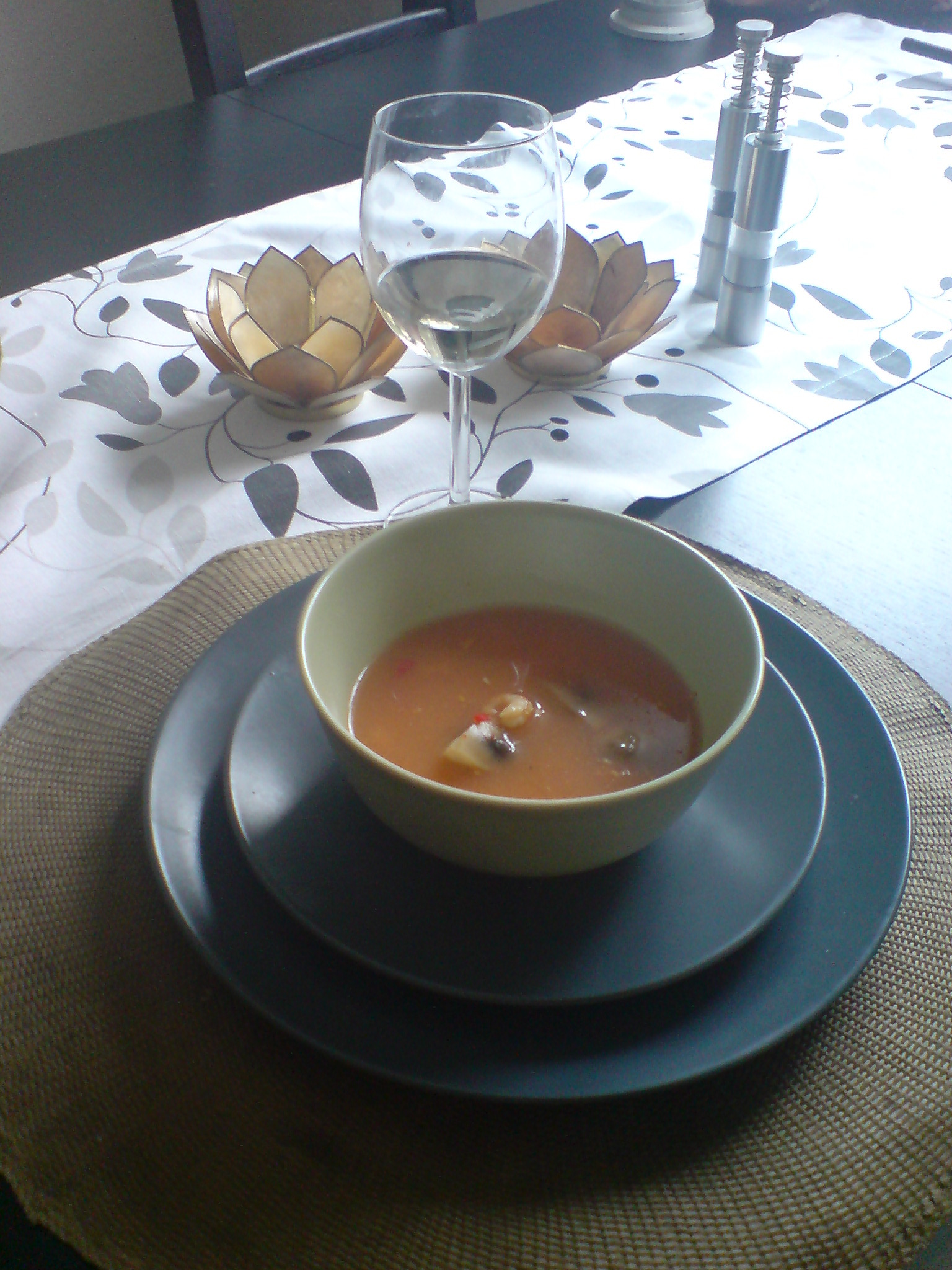 thaisoppa med fisk och räkor