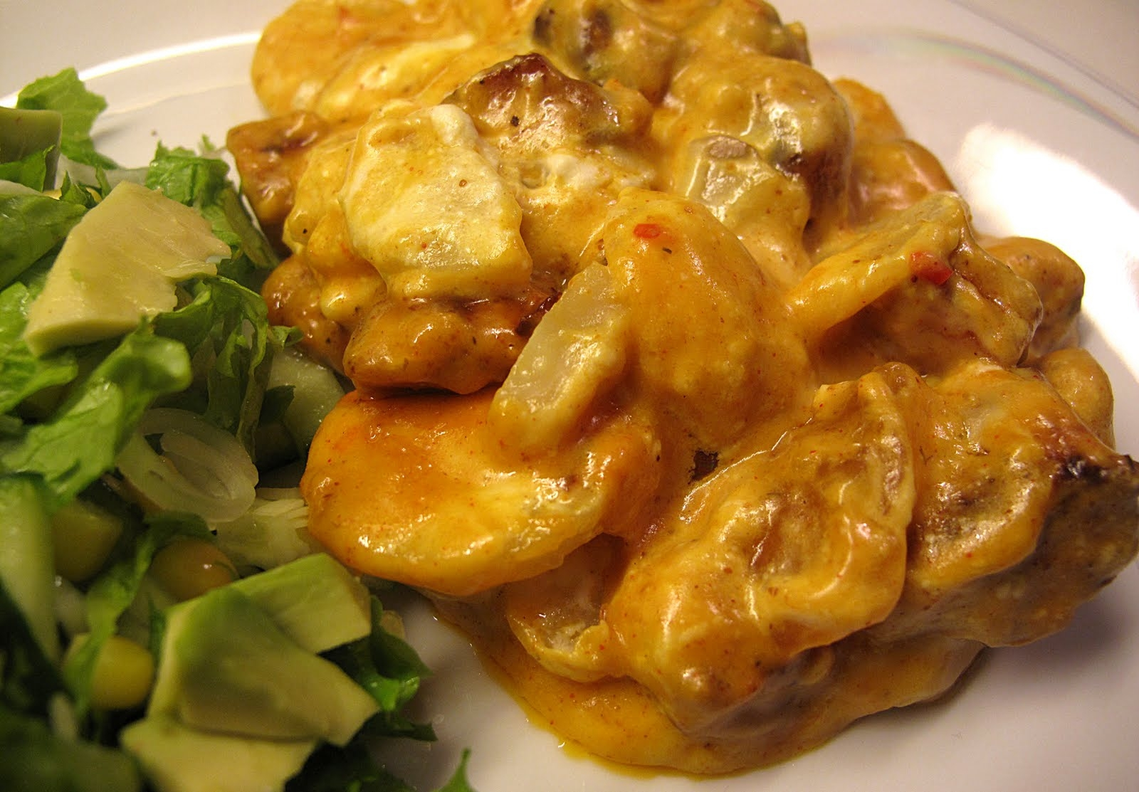 Kycklinggratäng med chili, curry och potatisgratäng