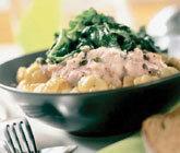 Krämig tonfiskpasta med kapris och spenat