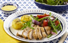 Kycklingfilé med dragonpotatis och bearnaisesås.