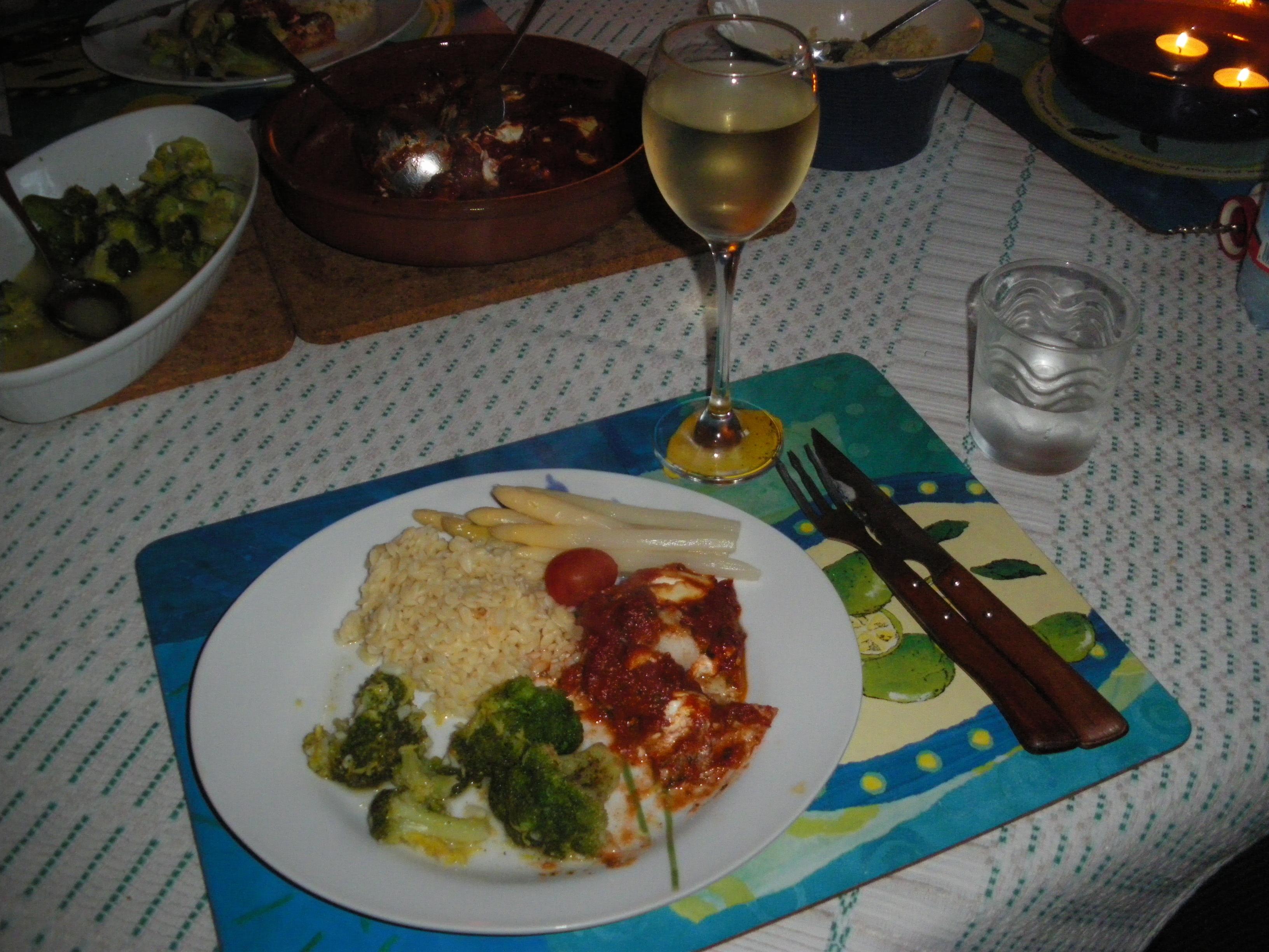 Grekisk fiskgratäng med ugnsrostad broccoli och ris
