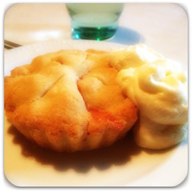 Minipajer med rabarber och äpple
