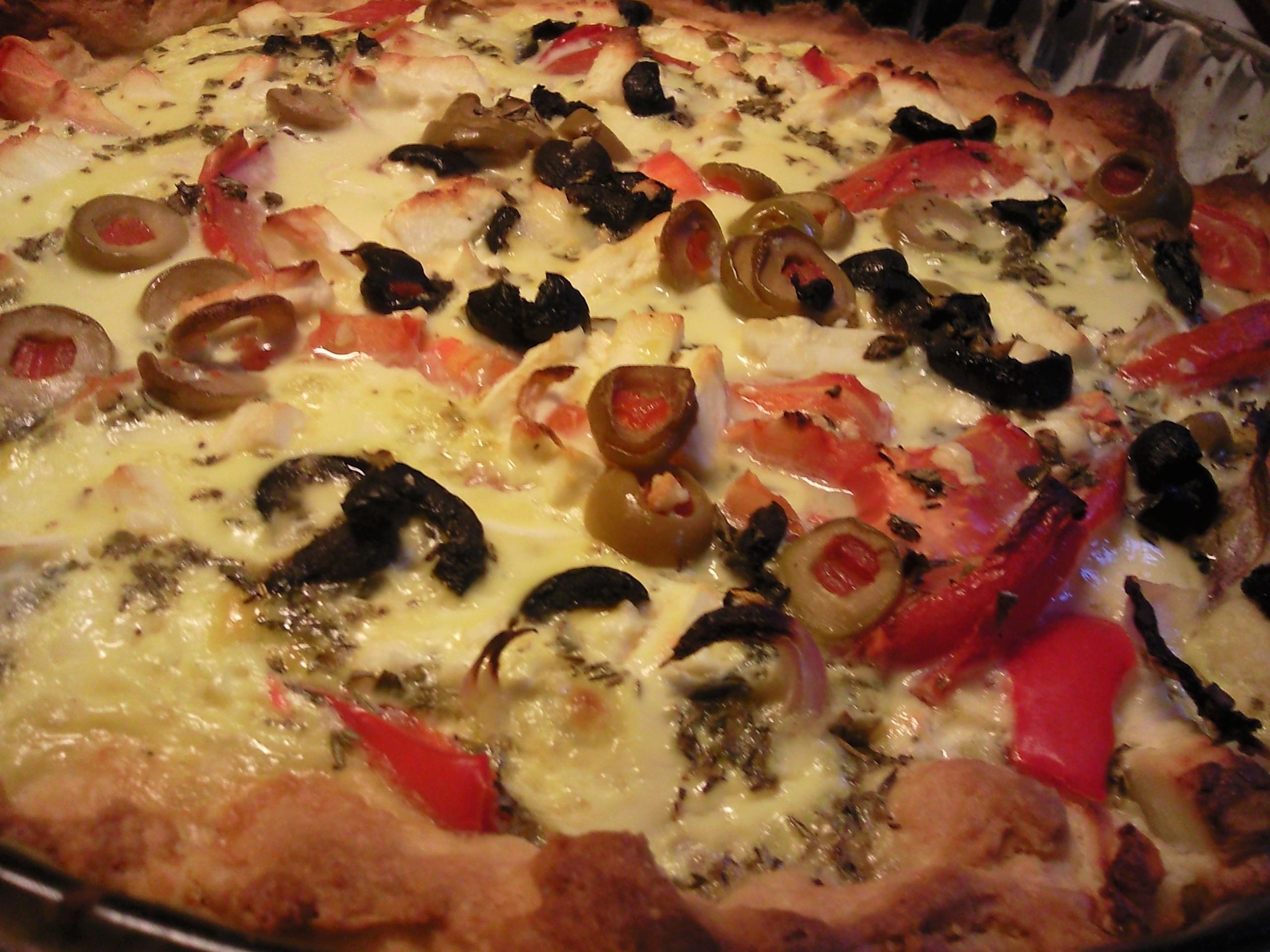 Paj med tomat, fetaost och oliver