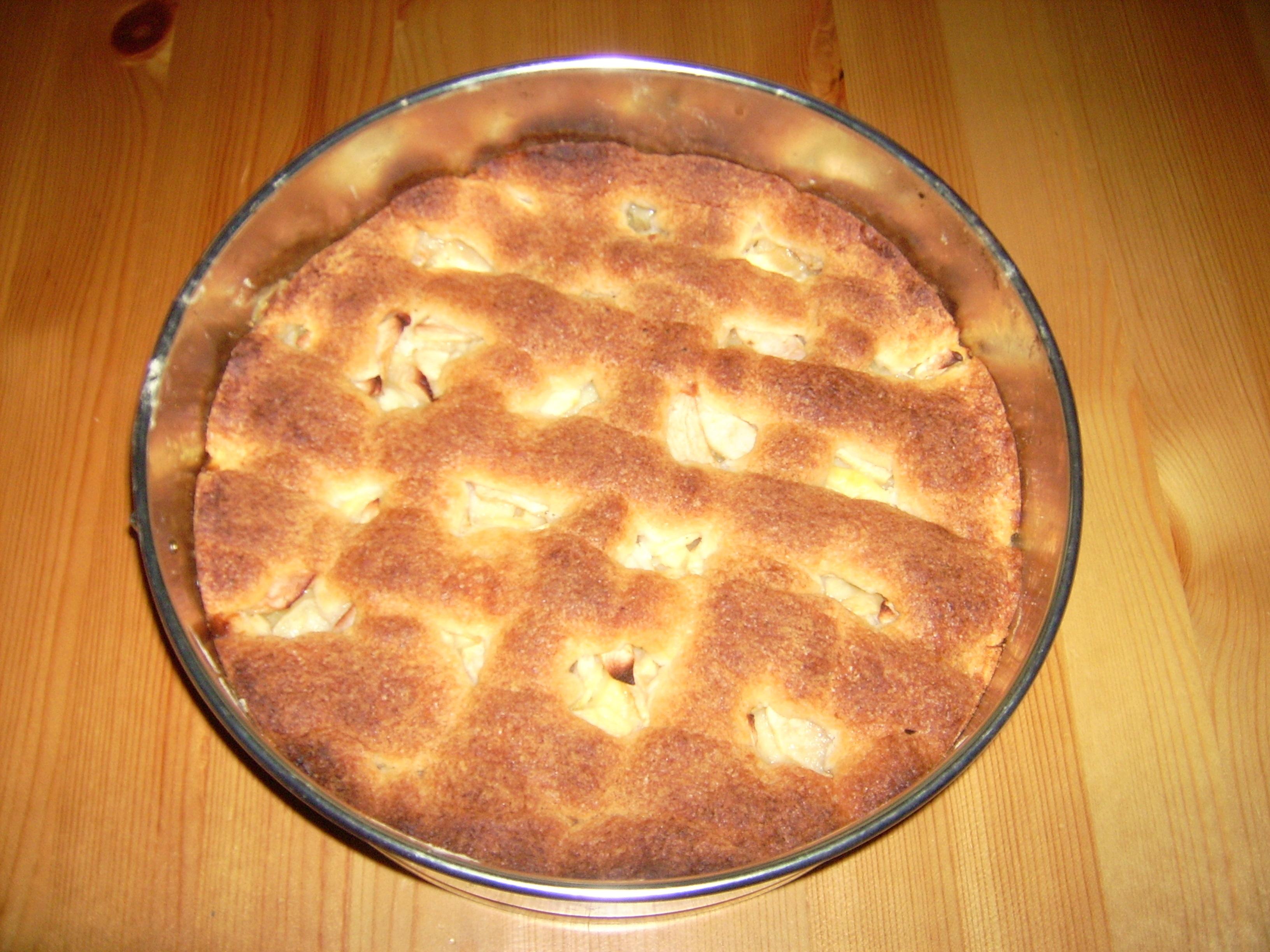 Äppelkaka med vaniljfyllning.
