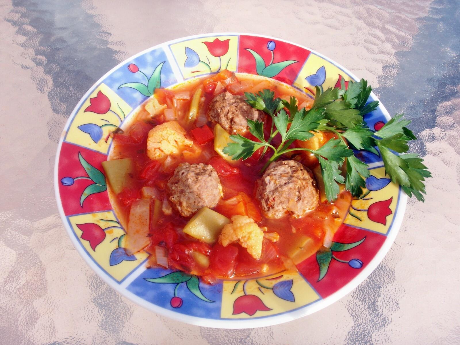 Smarrig dietsoppa med kryddiga frikadeller