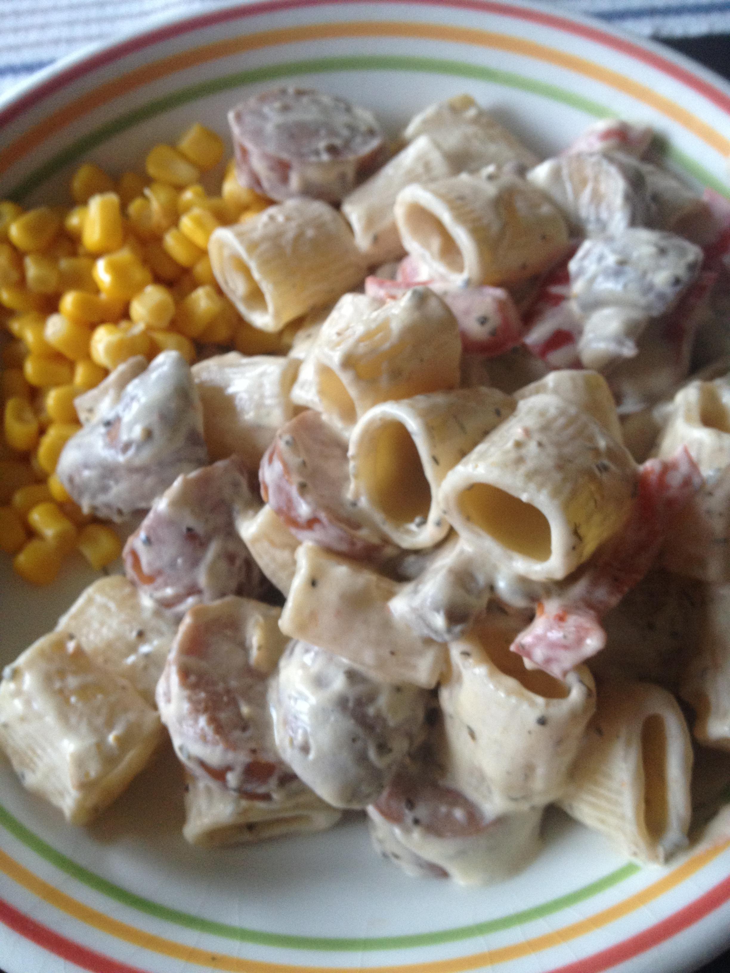 Pasta med korv och creme bonjour