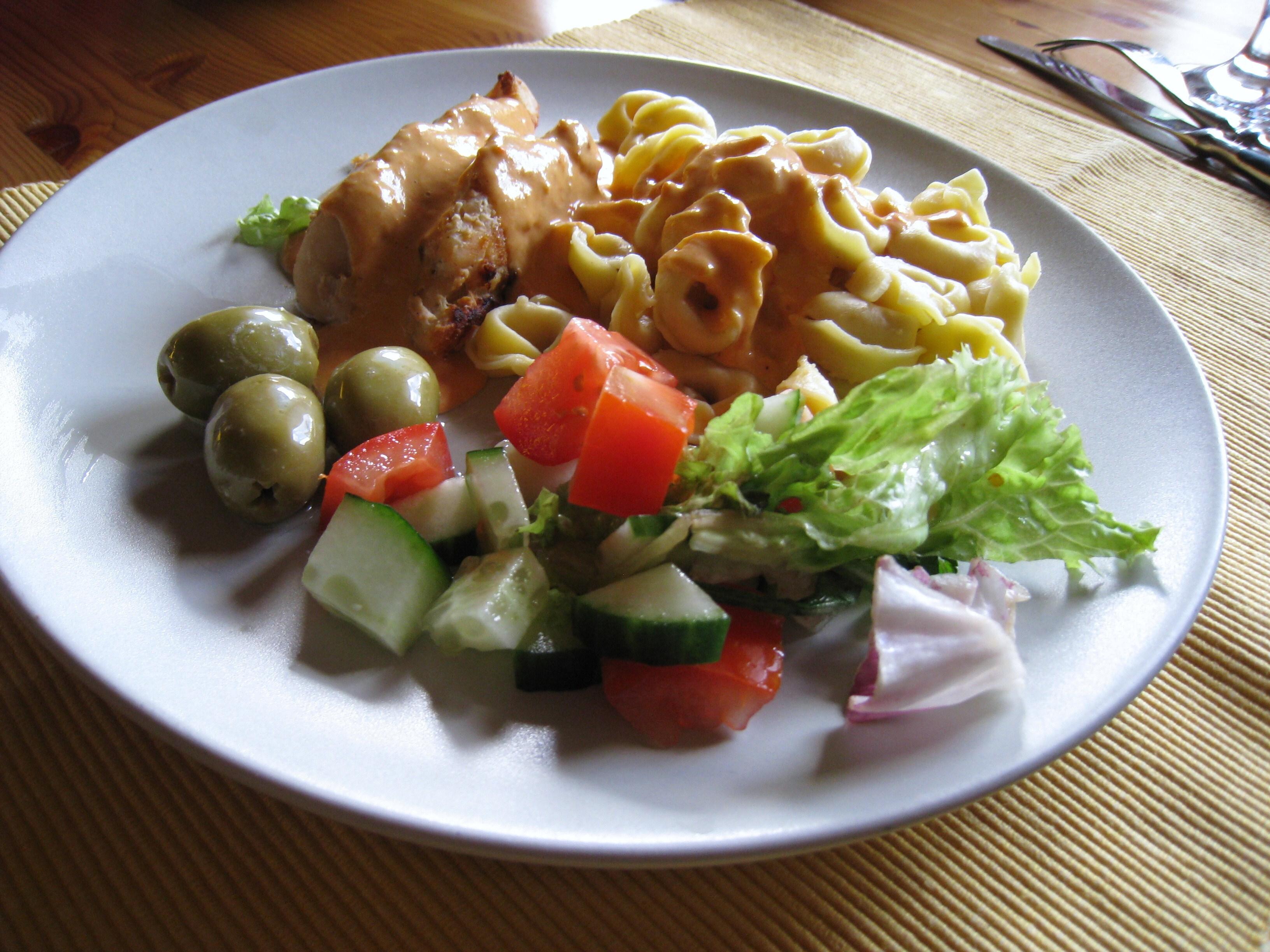 Tortellini med kyckling och paprikasås