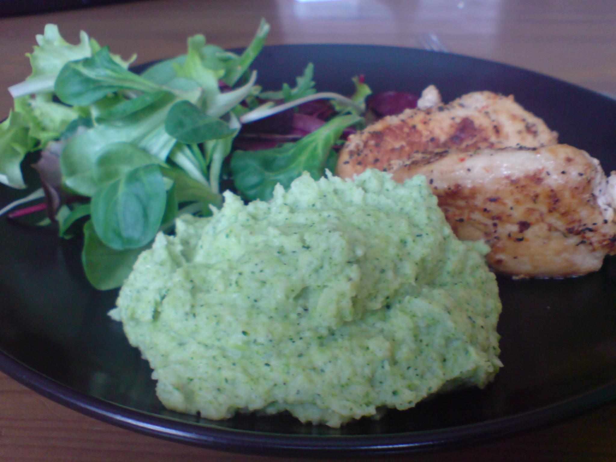 Blomkål och broccolimos med grillad kyckling LCHF