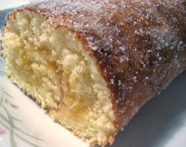Rulltårta med kokos- och aprokosfyllning