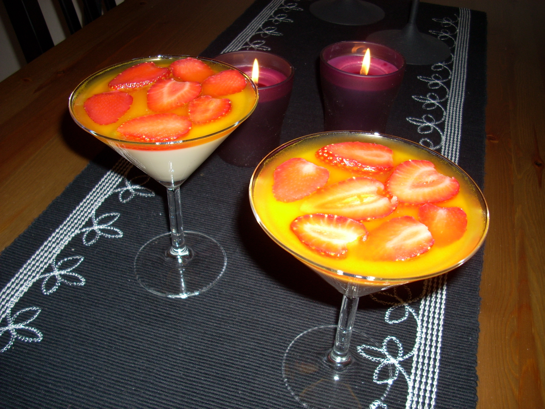 Vitchokladspannacotta med passionsfruktsgelé