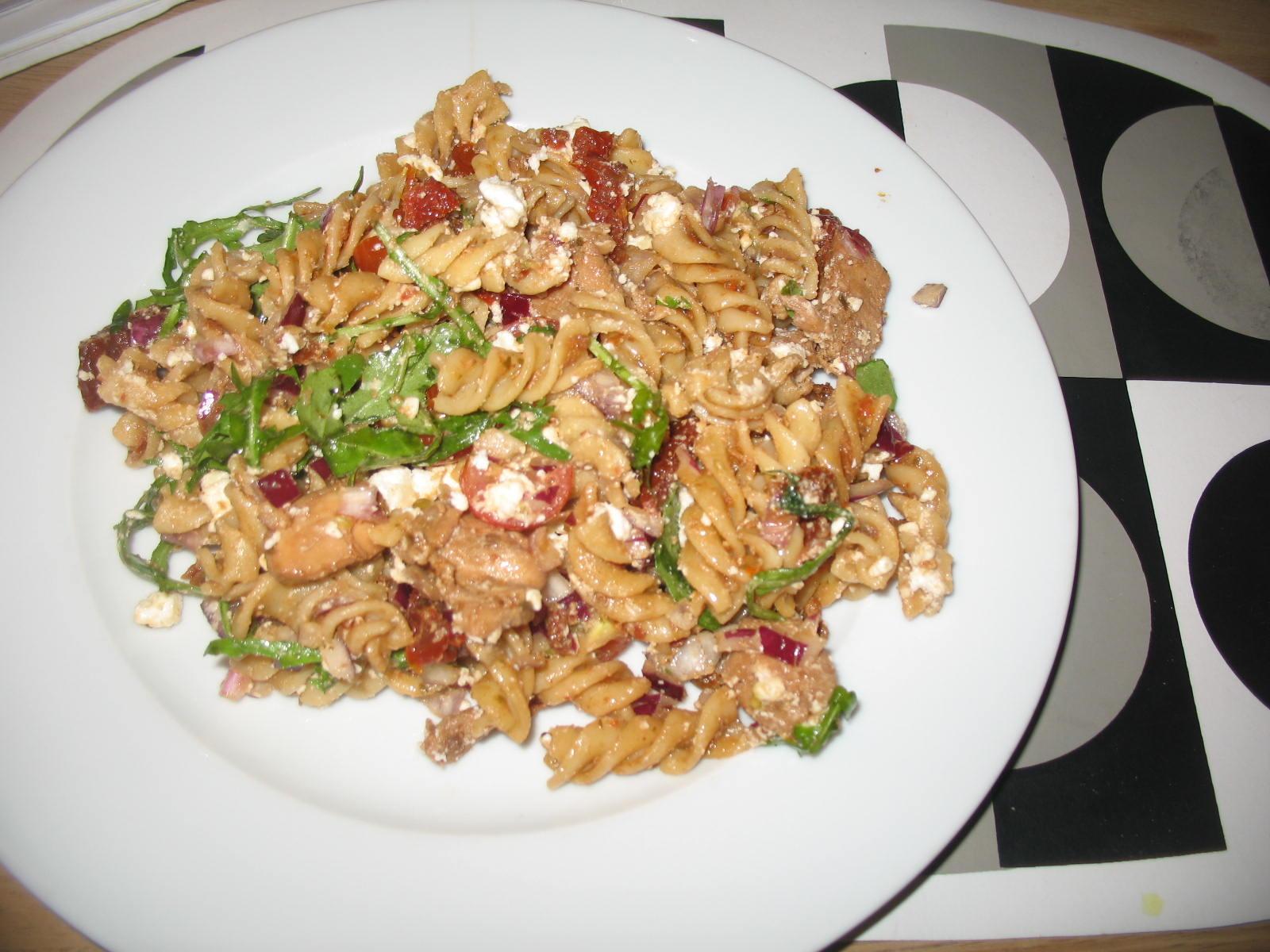 pastasallad kyckling fetaost soltorkade tomater