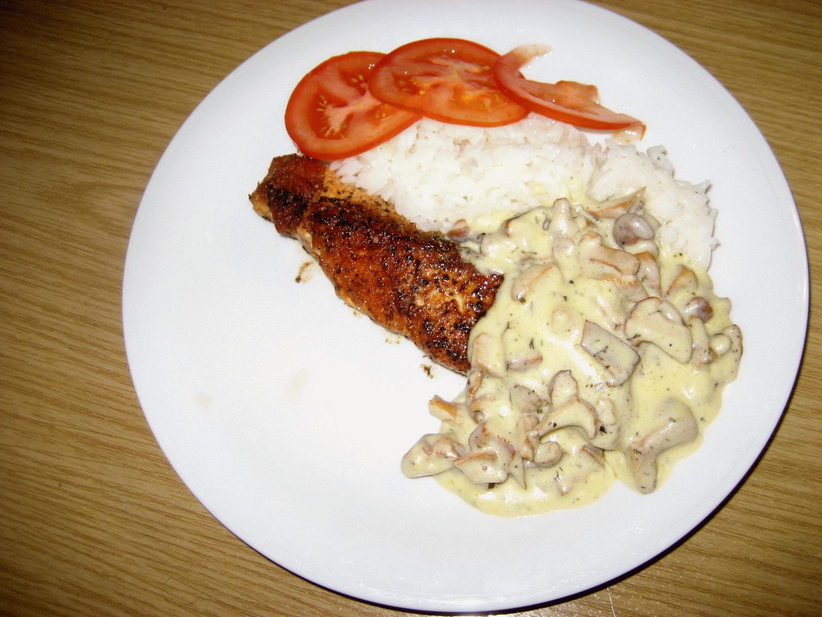 Stekt lax med kantarellsås - A`la crème fraiche