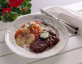 Grillad entrecote med vitlöksost och varm potatissallad