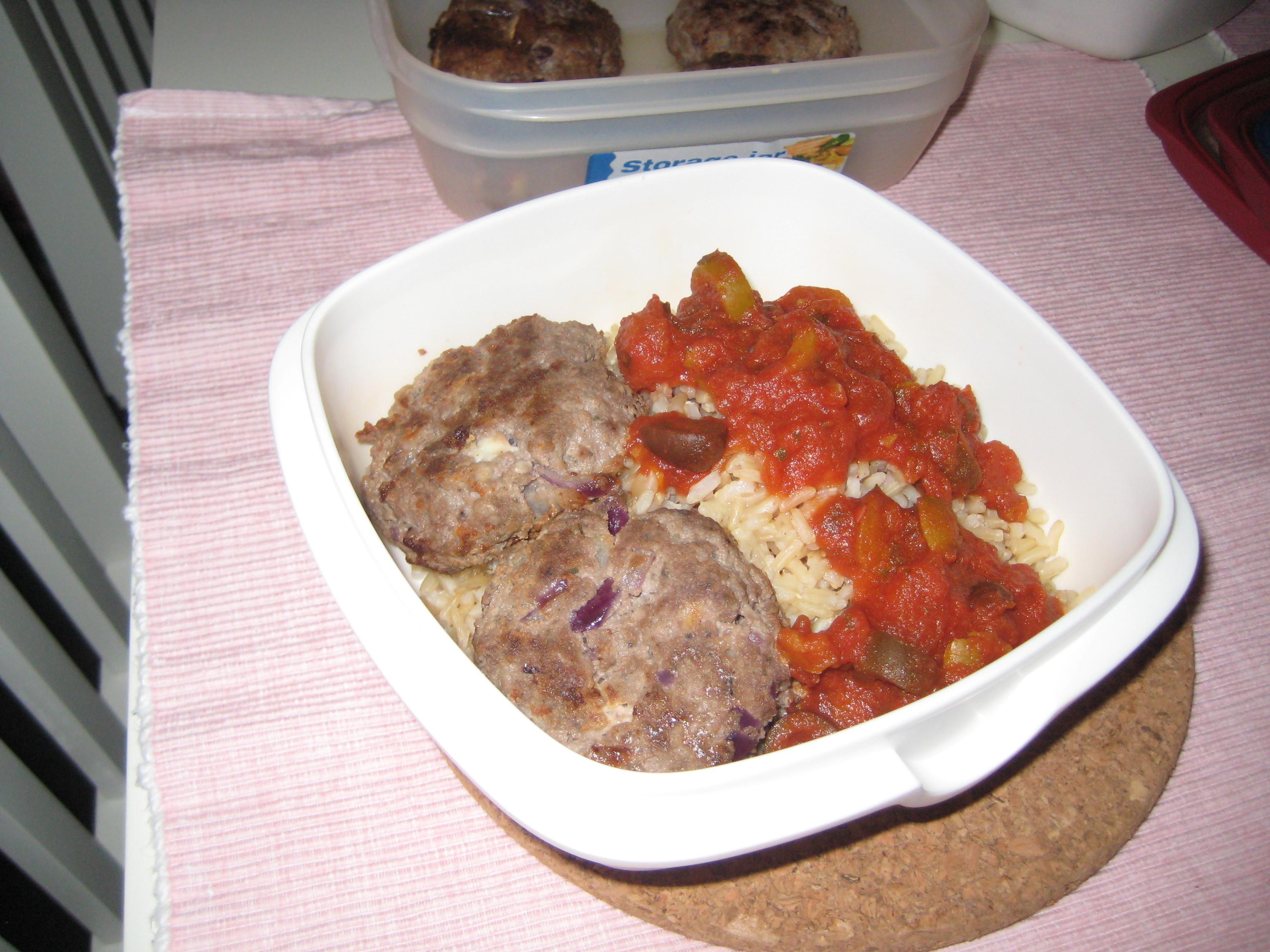 fetaostbiffar med tomatsås