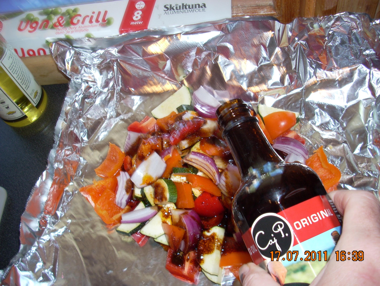 åsas grillade grönsaker i foliepaket