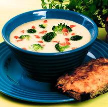 Ostsoppa med broccoli och varm rotfruktsmacka