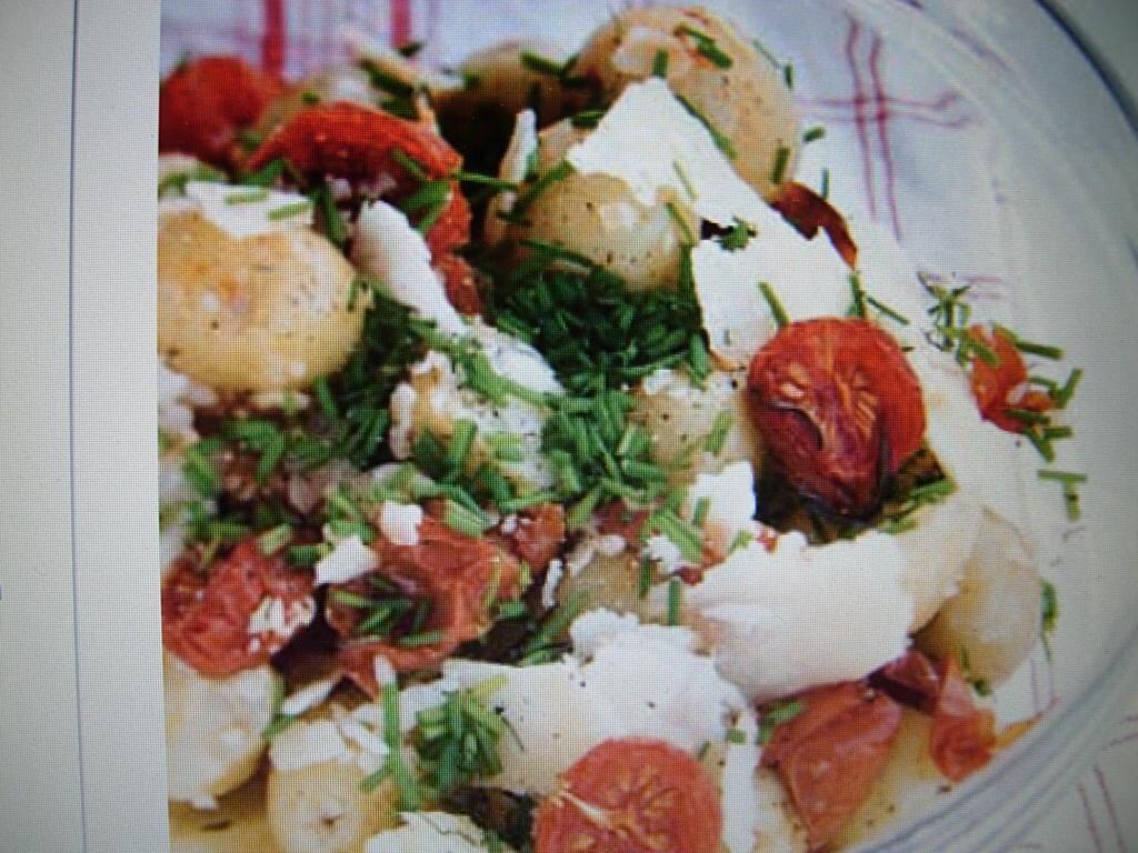 Smak- och färgrik potatissallad