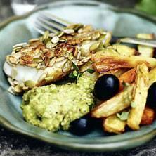 Fröpanerad fisk med rostade grönsaker