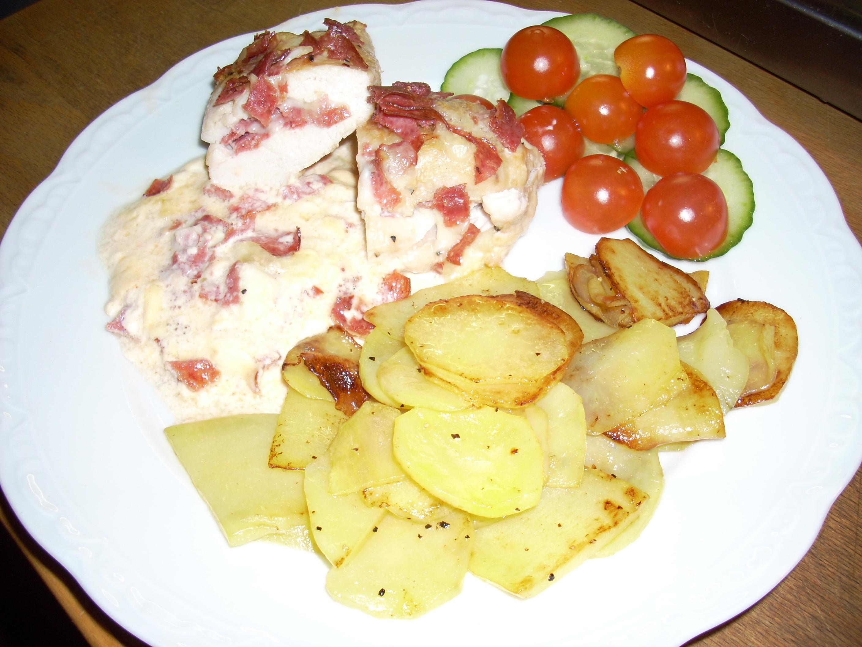 Kycklingfilé fylld med mozzarella och salami