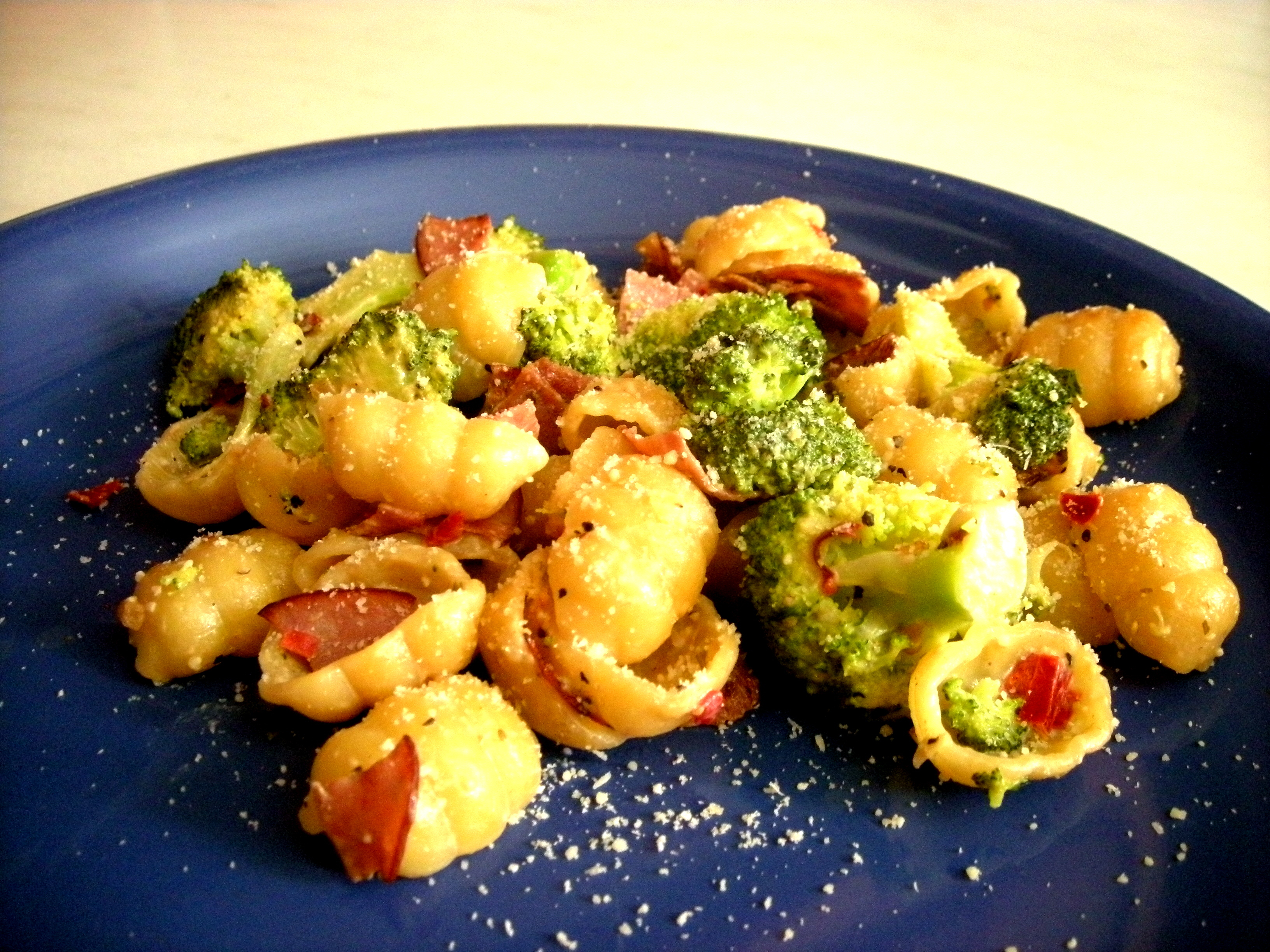 Broccolipasta m