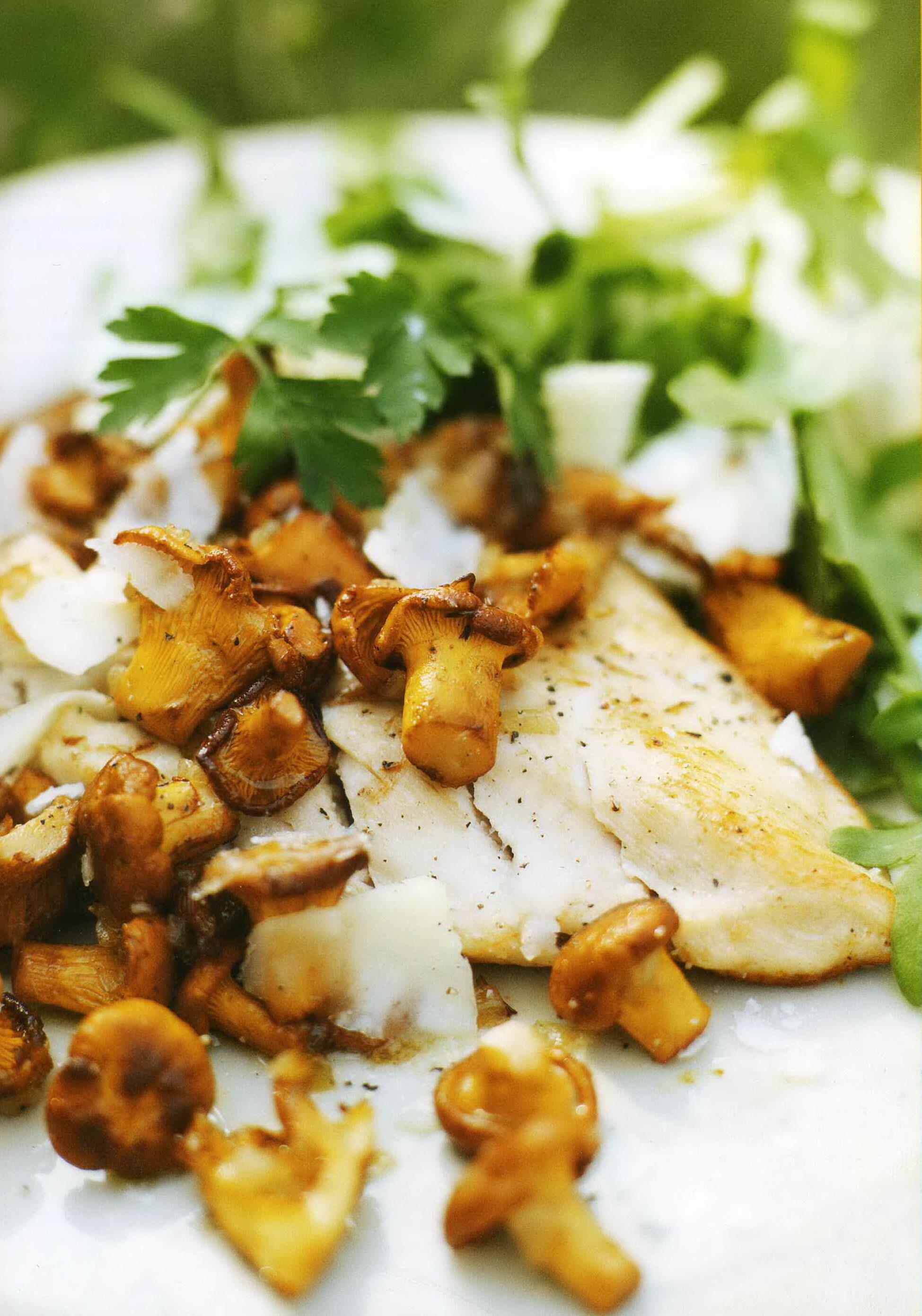 Kycklingbröst med stekta kantareller och parmesan