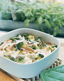 korvgratäng med broccoli