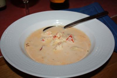 Krämig hummersoppa med bubbel i