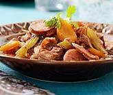 Gryta på älgkött och stark korv