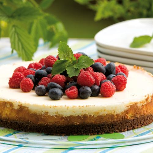 Vit choklad cheesecake med blåbär och hallon