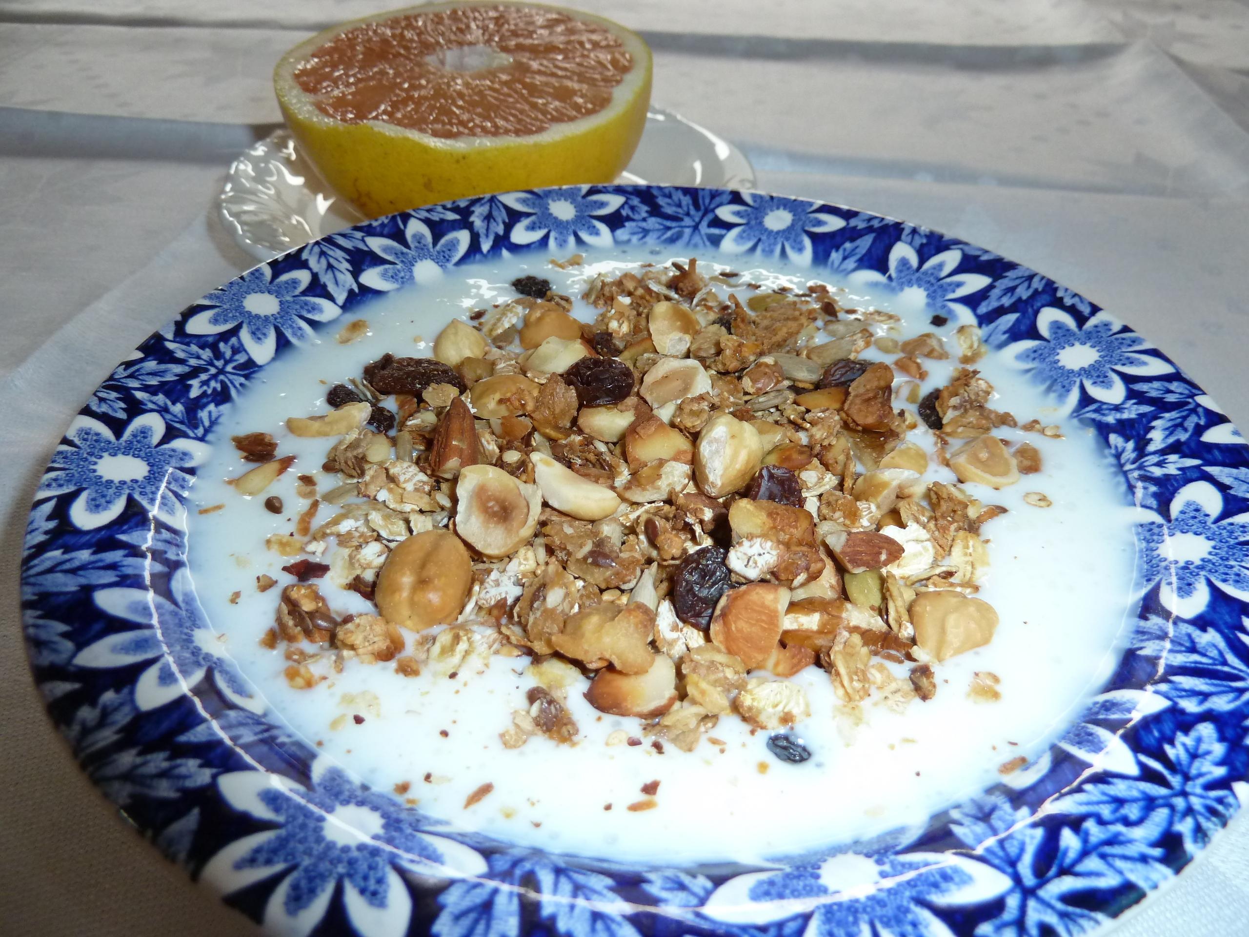 Müsli med nötter och äpplejuice