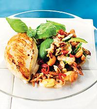 Ugnsstekt kycklingfilé med bacon- och bönsallad