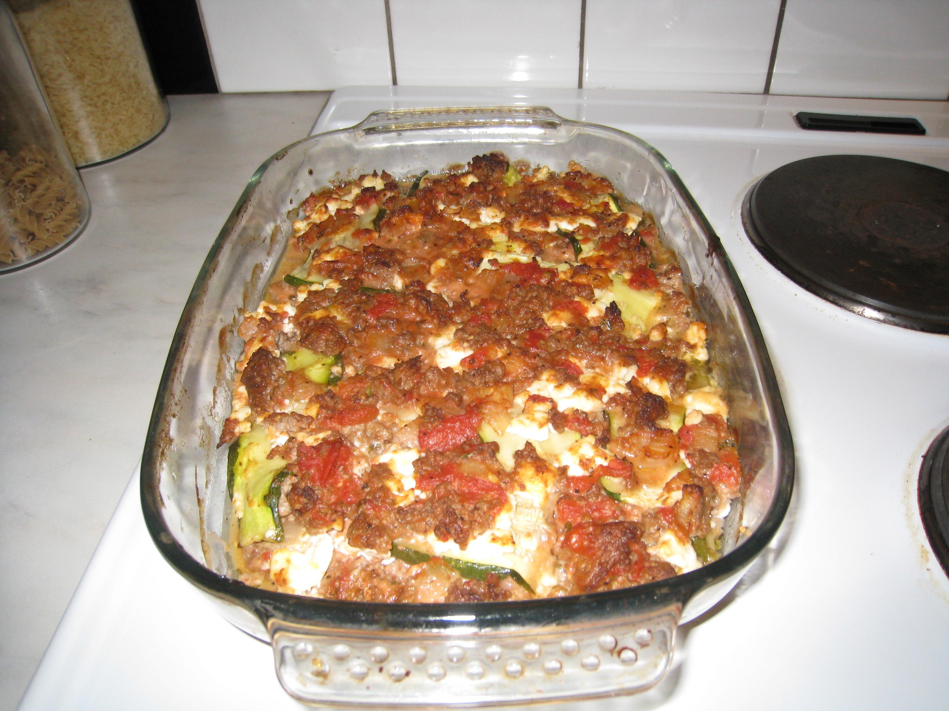 Köttfärsgratäng med zucchini och feta