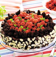 Festtårta med hallon och chokladtryffel