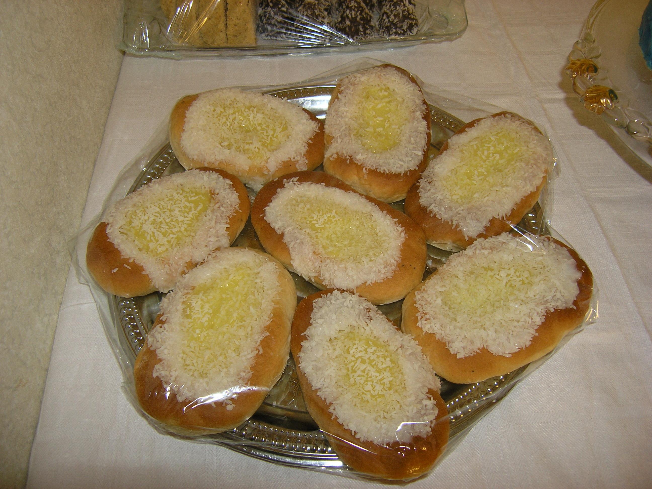 ägg socker mjöl vatten margarin mjölk florsocker kokos