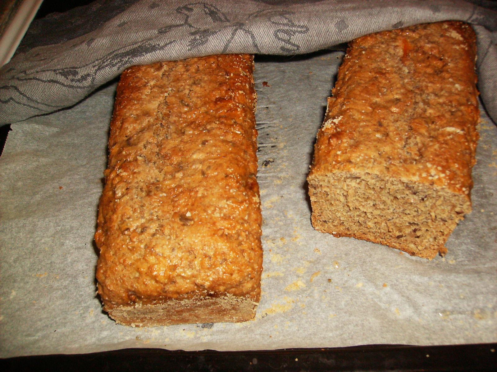 bröd filmjölk hasselnötter solrosfrö linfrö