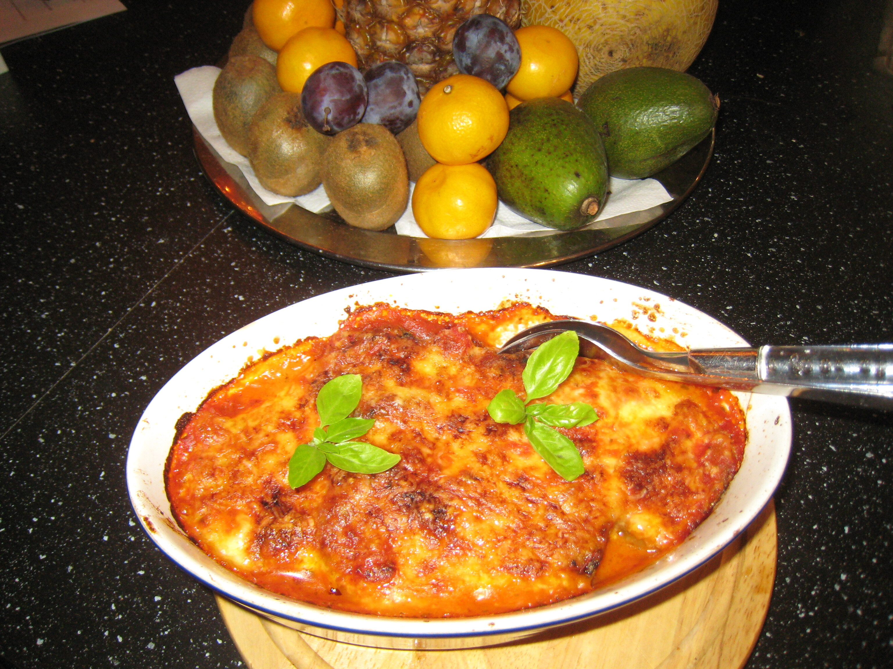 aubergine mozzarella krossade tomater