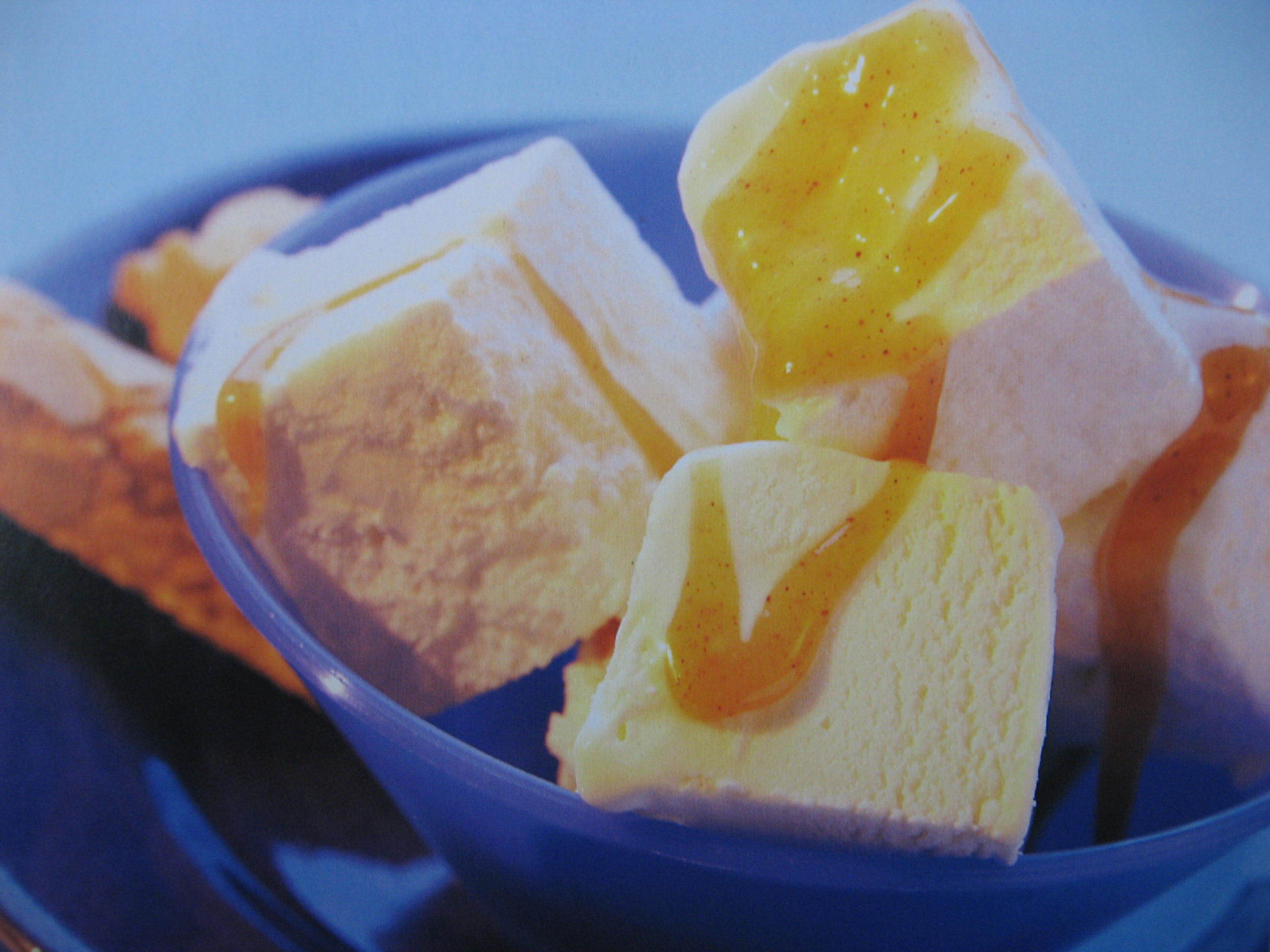 Citronglass med kanelkolasås
