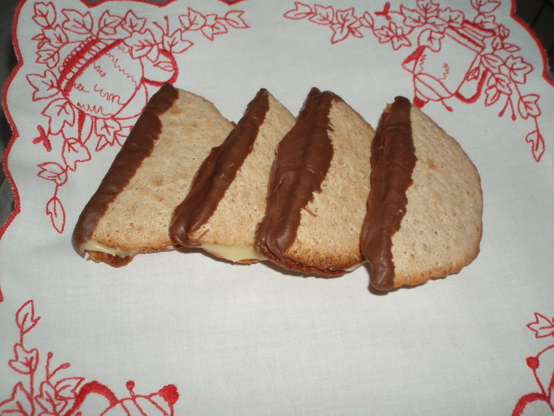 Dubbla biskvier med apelsinkräm