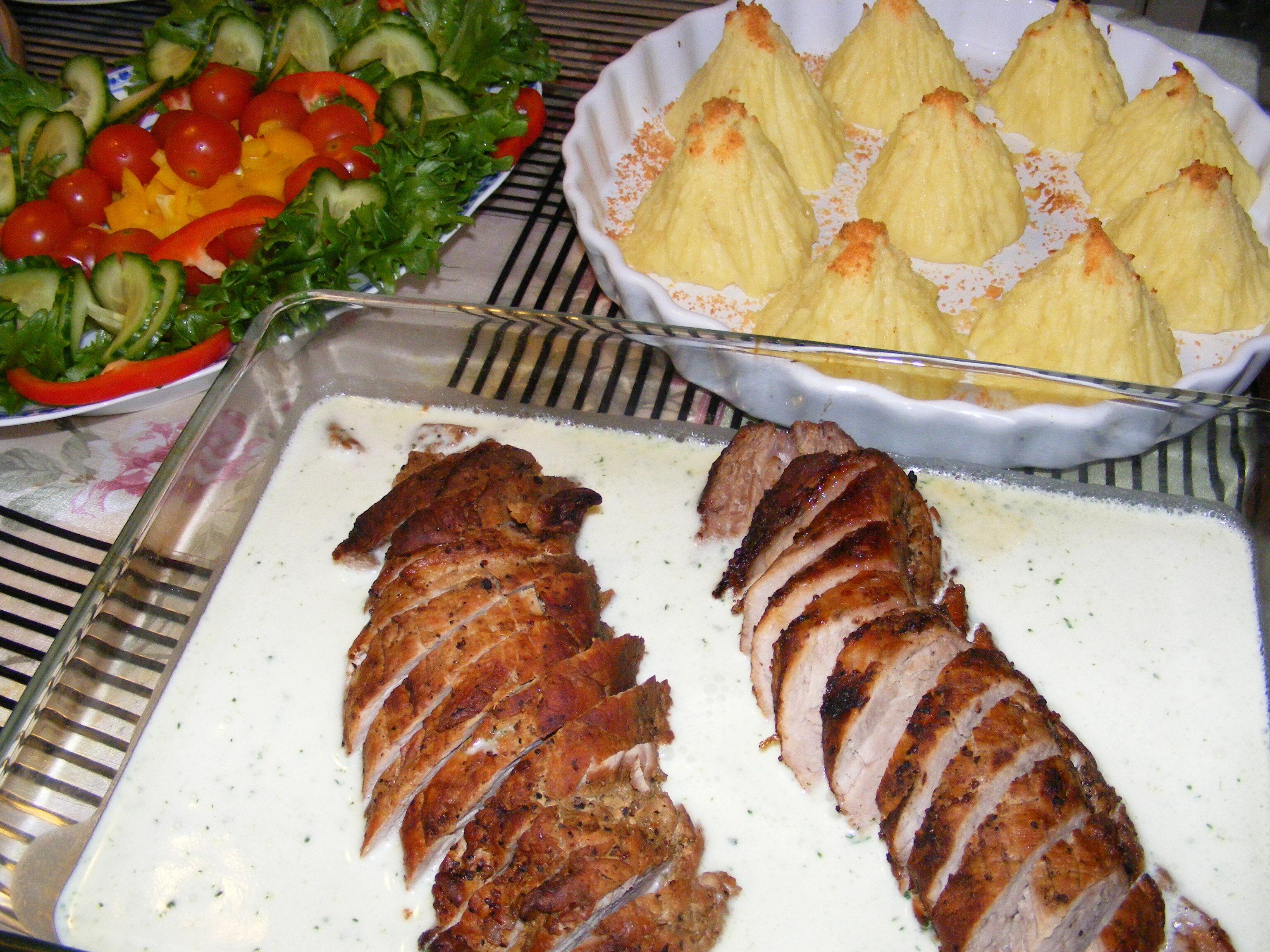 Fläskfilé med vitlökssås och goda potatistoppar