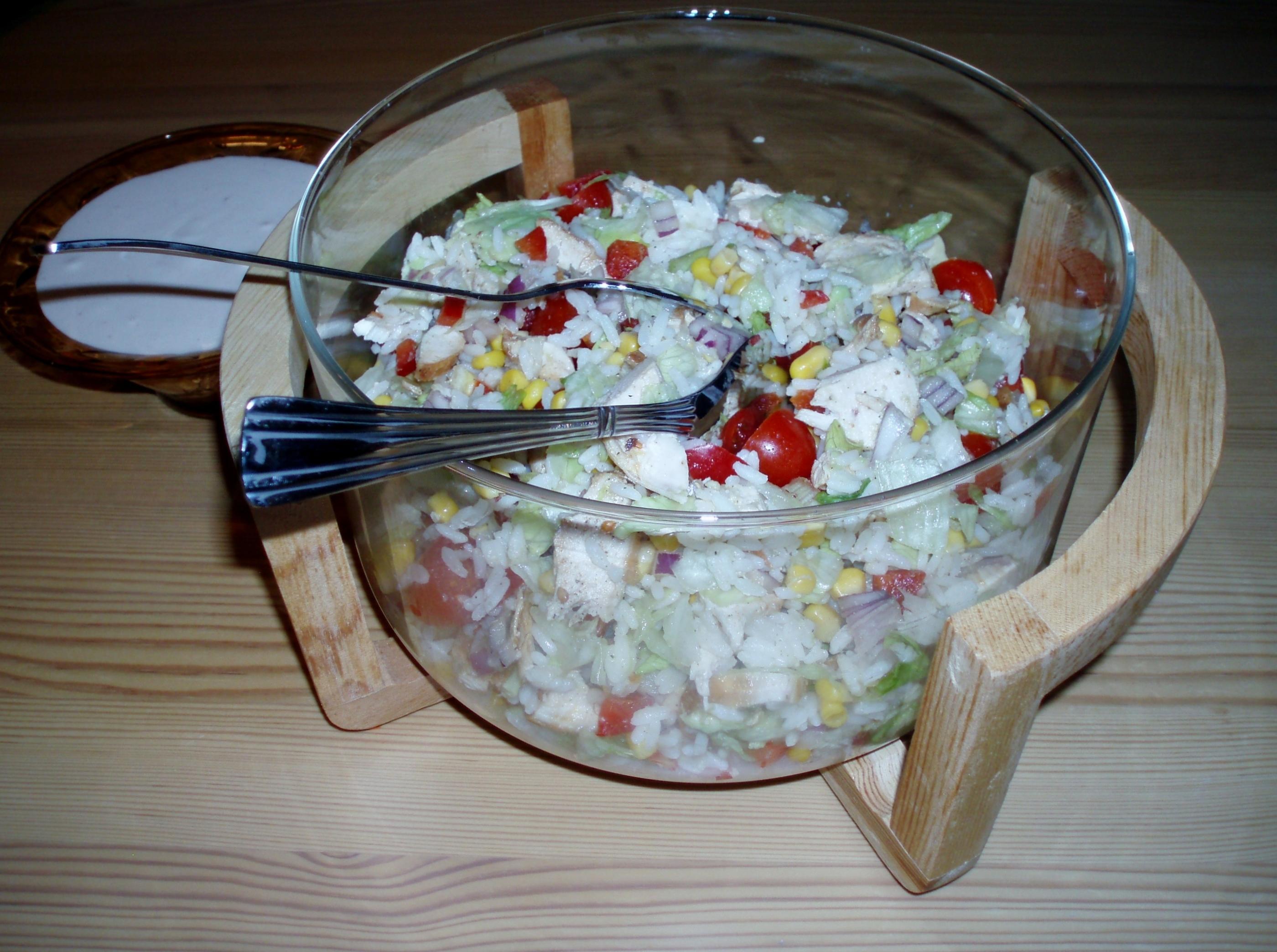 Kycklingsallad med ris och avokado