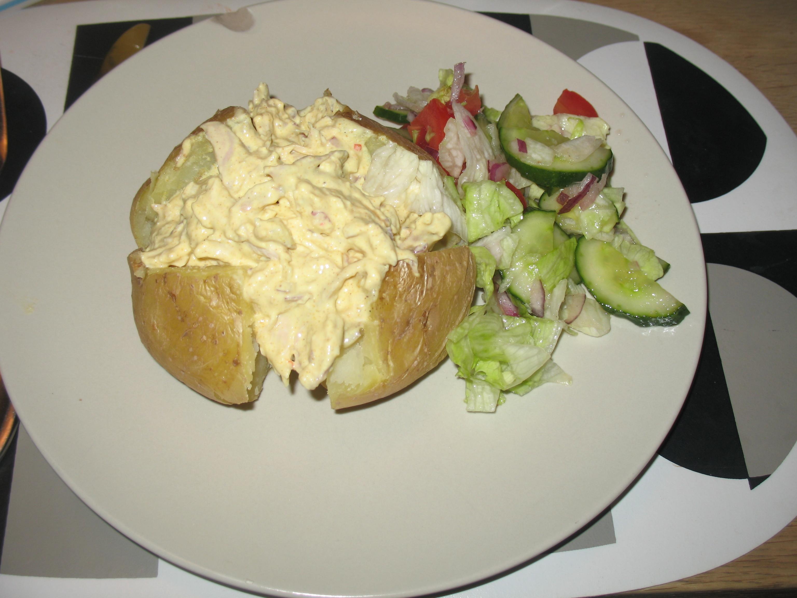 Bakad potatis med kyckling och curryröra